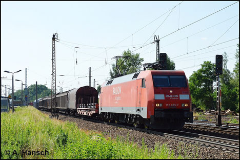 152 085-7 ist für DB Railion im Einsatz. Am 6. Juli 2015 durchfährt sie mit Mischer Leipzig-Thekla