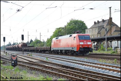 Mit ihrem Güterzug kommt 152 123-6 für einen Personalwechsel in Leipzig-Wiederitzsch zum Stehen