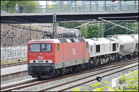 Am 23. Mai 2015 spannt 143 257-4 (MEG 604) vor einer Class 77 den Leerzementzug Regensburg - Rüdersdorf (DGS 88997) vor. Gleich erreicht die Fuhre Chemnitz Hbf.