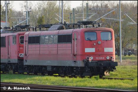 151 028-8 steht am 30. März 2019 im Werk Dessau abgestellt