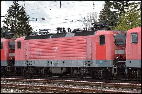 143 970-2 wird am 05. Mai 2021 als eine von 5 Loks ihrer BR von Nürnberg nach Leipzig-Engelsdorf transportiert. Die Lok wird dem Schneidbrenner zum Opfer fallen. Hier rollt der Schrottzug durch Leipzig-Wiederitzsch