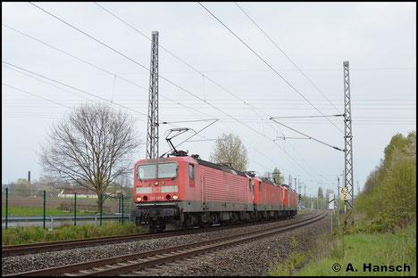 Am 29. April 2017 durchfährt ein Lokzug aus drei 143ern den ehem. Abzweig Furth in Chemnitz. Vornan ist 143 321-8 zu finden