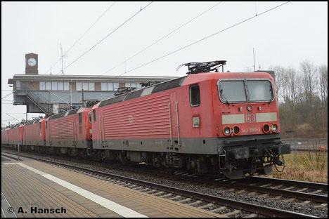 143 880-3 ist am 27. Januar 2018 in einen Lokzug nach Niederau eingereiht. Am Hp Chemnitz-Hilbersdorf entstand ein Bild der Lok, die im Stillstandsmanagement abgestellt wird