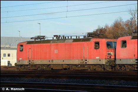 Am 7. November 2018 wird 143 906-6 in einem Lokzug von Karsdorf nach Chemnitz überführt. Hier ist sie in Chemnitz-Süd zu sehen