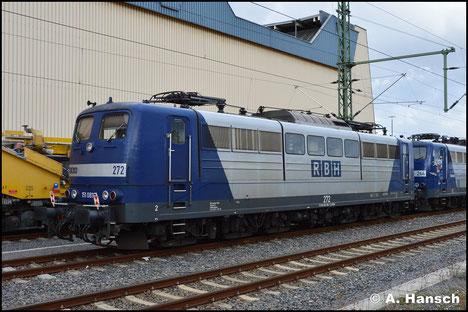 Die RBH stellt aktuell ihre Loks der BR 151 ab und ersetzt sie durch die BR 145. 151 081-7 (RBH 272), inzwischen blau, ist eine der Maschinen, die am 3. Oktober 2018 in Chemnitz Hbf. auf den Verschub ins Stillstandsmanagement warten