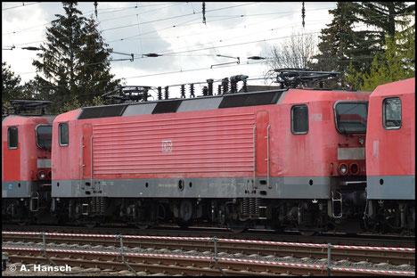 143 840-7 wird am 05. Mai 2021 als eine von 5 Loks ihrer BR von Nürnberg nach Leipzig-Engelsdorf transportiert. Die Lok wird dem Schneidbrenner zum Opfer fallen. Hier rollt der Schrottzug durch Leipzig-Wiederitzsch