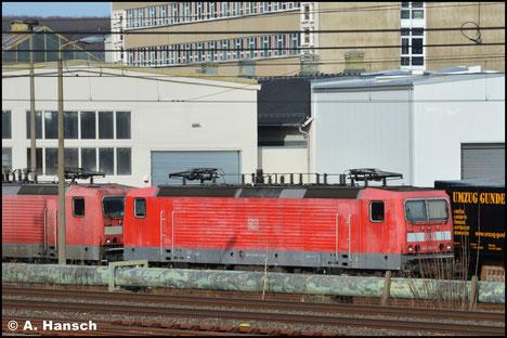 143 065-1 ist seit einiger Zeit im SSM Chemnitz abgestellt. Am 15. März 2020 war der Blick auf die Lok für ein Foto frei