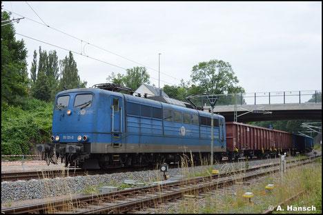 Doch die Lok bekam neues Leben eingehaucht, was das Foto vom 20. Juli 2021 beweist, als ich sie mit Güterzug am Hp Chemnitz-Süd antreffe