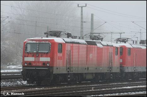 Am 7. November 2018 wird die Lok in einem Lokzug von Karsdorf nach Chemnitz überführt. Hier ist sie in Chemnitz-Süd zu sehen