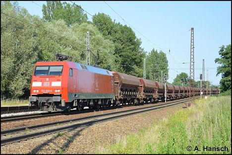 Am Abend des 6. Juli 2015 rollt 152 060-0 mit ihrem Ganzzug durch Leipzig-Thekla