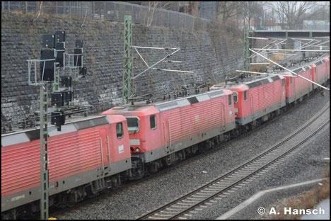 143 845-6 ist am 27. Januar 2018 in einen Lokzug nach Niederau eingereiht. Am Dresdner Platz in Chemnitz entstand ein Bild der Lok, die im Stillstandsmanagement abgestellt wird