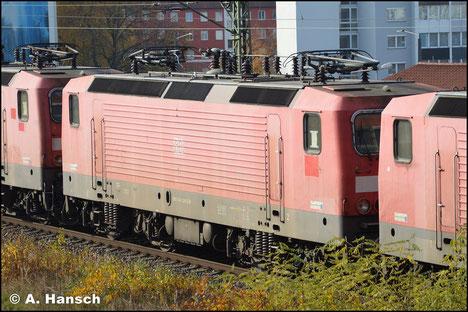 Am 7. November 2018 wird 143 129-5 in einem Lokzug von Karsdorf nach Chemnitz überführt. Hier ist sie in Chemnitz-Süd zu sehen