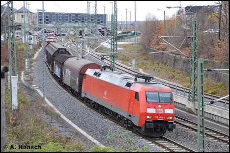 GA 52523 wird am 14. November 2015 über Chemnitz Hbf. umgeleitet. 152 068-3 zieht die an diesem Tag recht kurze Fuhre