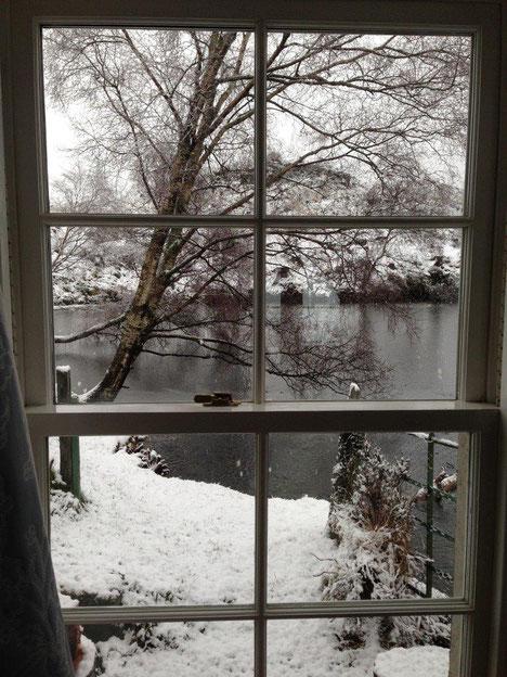 Blick auf den verschneiten Loch Katrine
