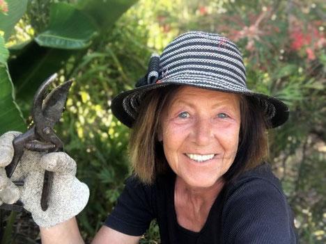 Ich bin begeisterte Hobbygärtnerin und mein liebevoll angelegter Garten lebt von Veränderungen, Wetter und Jahreszeiten.