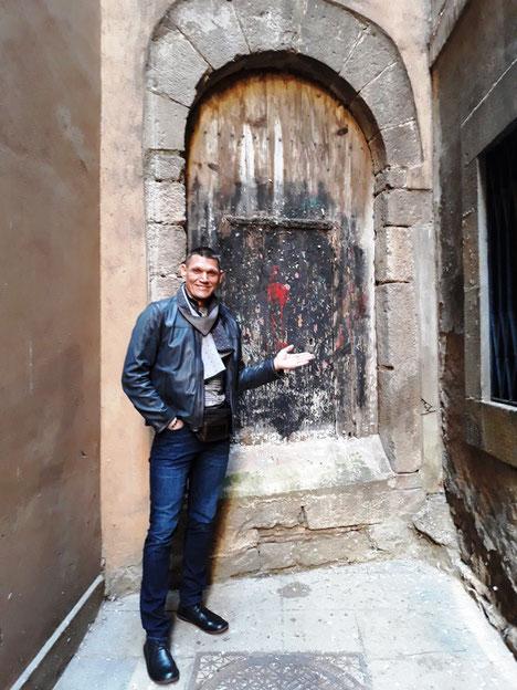 Дверь командорства тамлиеров в Барселоне