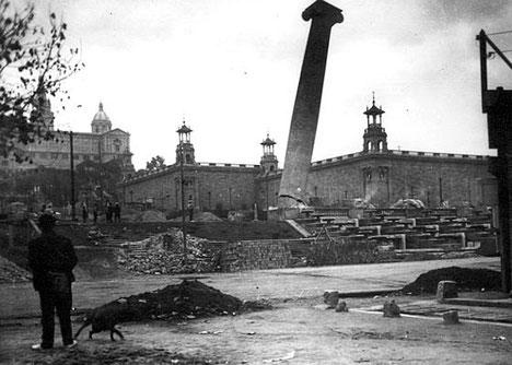 Четыре Колонны - памятники и монументы Барселоны