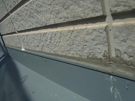 外壁面ひび割れ。 紫外線劣化による痛み具合の様子。塗装前