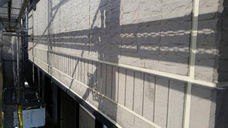 海津町、南濃町、平田町、養老町、輪之内町、羽島市、祖父江町、八開村、立田村、長島町、多度町、北勢町で外壁塗装工事中の外壁塗装工事専門店。海津町で外壁塗装/外壁塗装工事のコーキング作業中