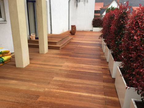 Holzterrasse in Bankirai