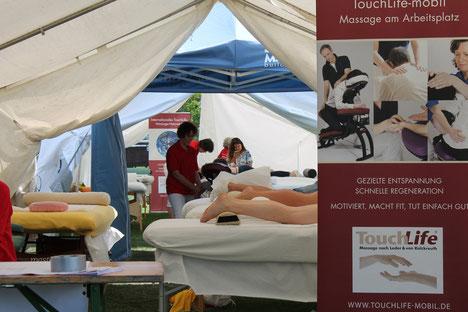 Die Massagezelte beim Massage-Einsatz bei den Special Olympics in Vöcklabruck.