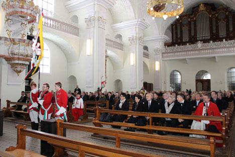200 Jahre Engelberg: Einzug der Delegationen in der Klosterkirche zur Pontifikalmesse. November 2015