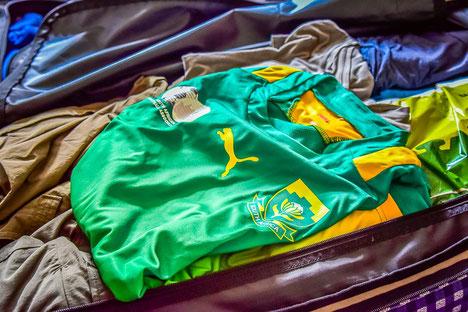 Flos Koffer, das Südafrika-Trikot muss mit
