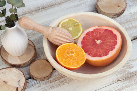 nordic interior,naturprodukt,naturholz,zitronenpresse holz,citrusfrüchte