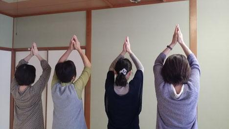 肩甲骨を動かしてエネルギーの流れをアップ