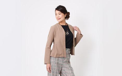 DoCLASSE ミラノリブ・バックぺプラムジャケット ななこ織・ワイドパンツ モデル 箱崎知子 ジョワーヌ東京