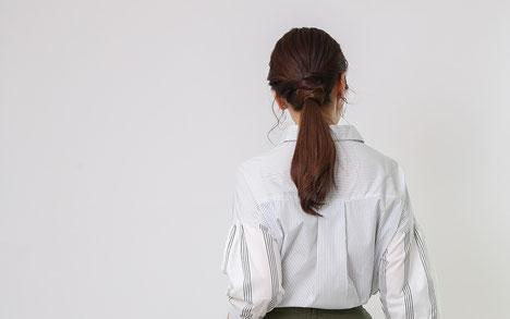 DoCLASSE コットン混・ミックスストライプシャツ モデル 佐藤ゆり ジョワーヌ東京
