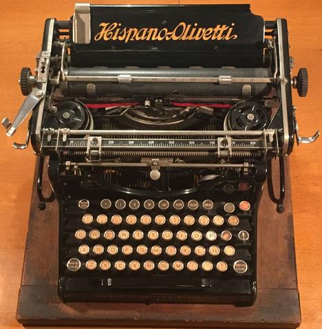 Máquina de escribir HISPANO-OLIVETTI modelo M20, fabricada en Barcelona (España), s/n HO-31566, año 1920. Cambiada por la máquina de calcular PAUTA TRANSMISIVA DE LOS NÚMEROS el 23 de febrero de 2021 en Barcelona