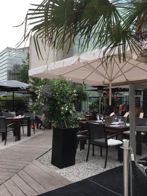 Sonnenschirme für Gastronomie Terrassen