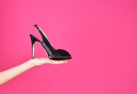 Essayer avec une paire de chaussures à talon