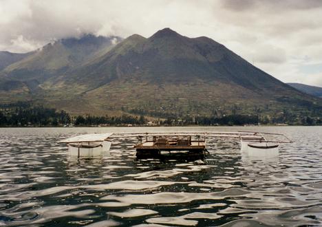 Lago San Pablo, Ecuador, mit Enclosures zur Erfassung der Wirkung der UV-Strahlung