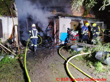 Feuerwehr; Blaulicht; AFKDO Ravelsbach; Brand; Werkstatt; Puch;