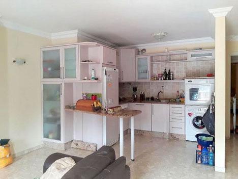 gemütliche helle Küche
