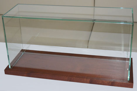 Glashaube nach Maß, Glasvitrine, Vitrine, Glaswürfel