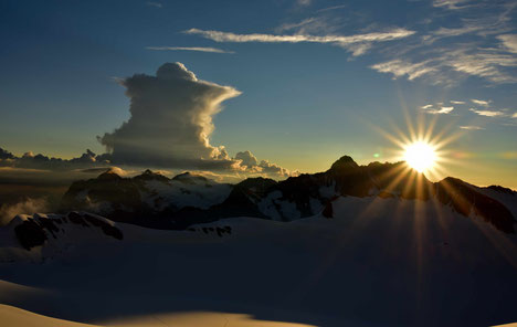 Sonnenaufgang von der Mönchsjochhütte