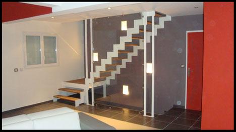 escalier double limons crémaillère métal, garde corps en verre