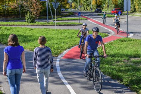 Wir sind überzeugt, dass das Rad einen großen Beitrag zu einer umweltfreundlichen Mobilität leisten kann. Dafür strengen wir uns an.