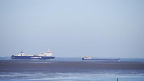 Schiffsspotter haben in Cuxhaven allerbeste Aussichten