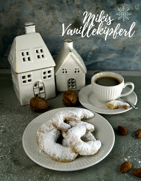 Vanillekipferl mit Mandeln und mit Walnüssen