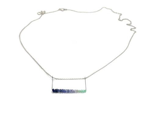 Ein Hauch von Bergluft Halskette mit Safire und Chrysopas