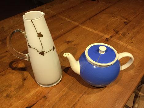 ガラスのポット(金継ぎ済)と陶器のポット(金継ぎ済)
