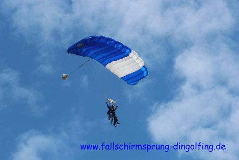 Fallschirmspringen Bayern mit Fallschirmsprung-dingolfing nähe München