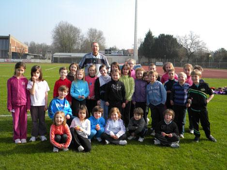 Michel Bethune ( entraineur )  avec les jeunes de l'école d'athletisme de Cambrai