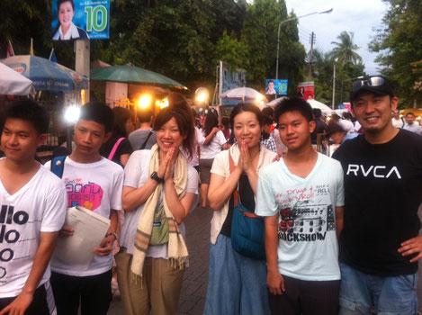 タイの若者とタイマッサージ師達と