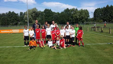 Die beiden E-Jugend Mannschaften aus Herpersdorf und Eckenhaid
