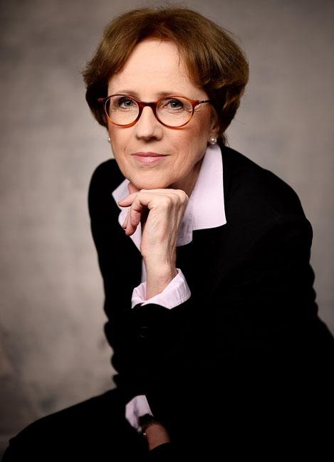 geboren am 18. Juni 1953 in Wiesbaden, deutsche Staatsangehörige, ledig